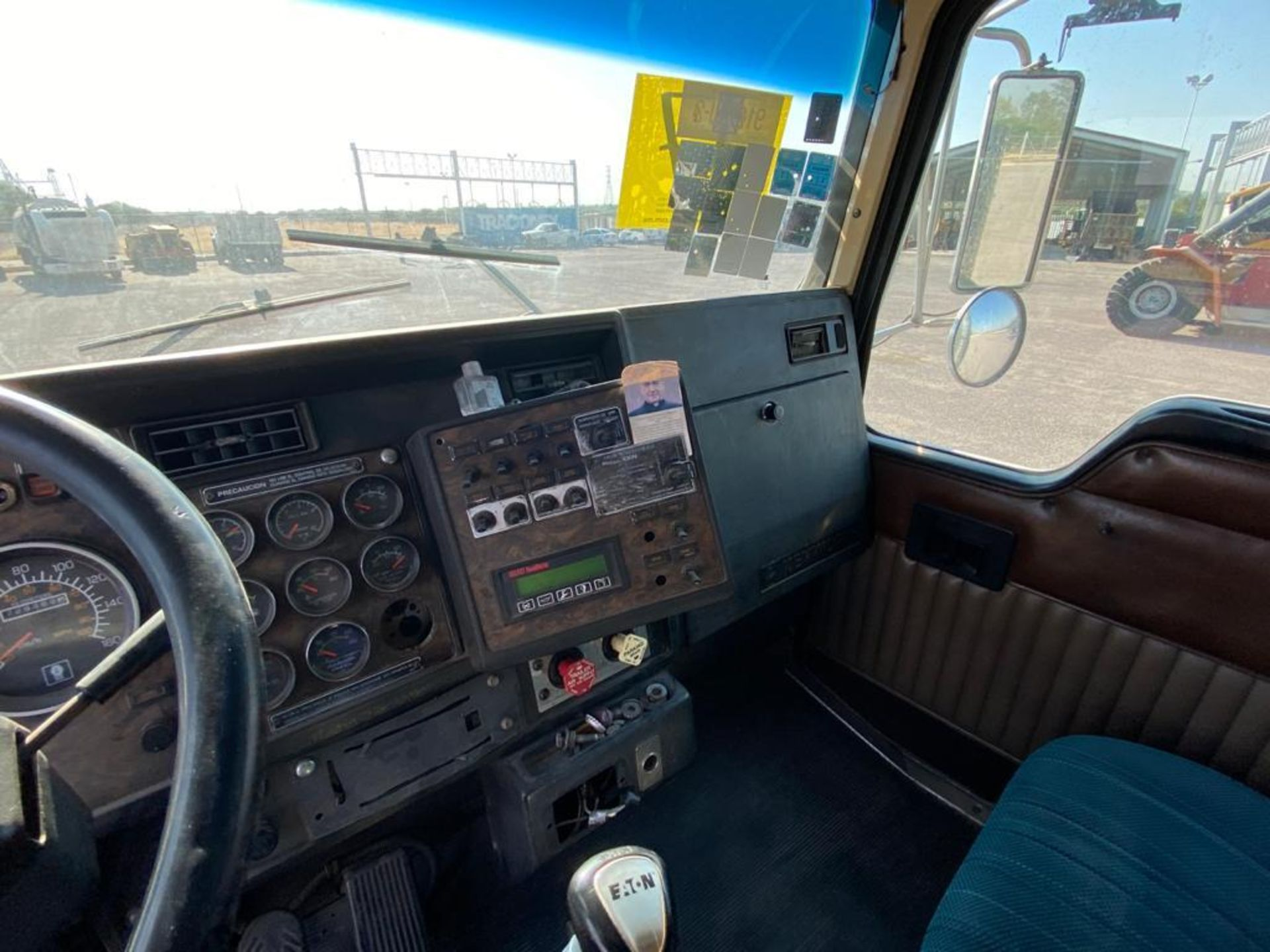 1998 Kenworth Sleeper Truck Tractor, standard transmission of 18 speeds - Image 30 of 55