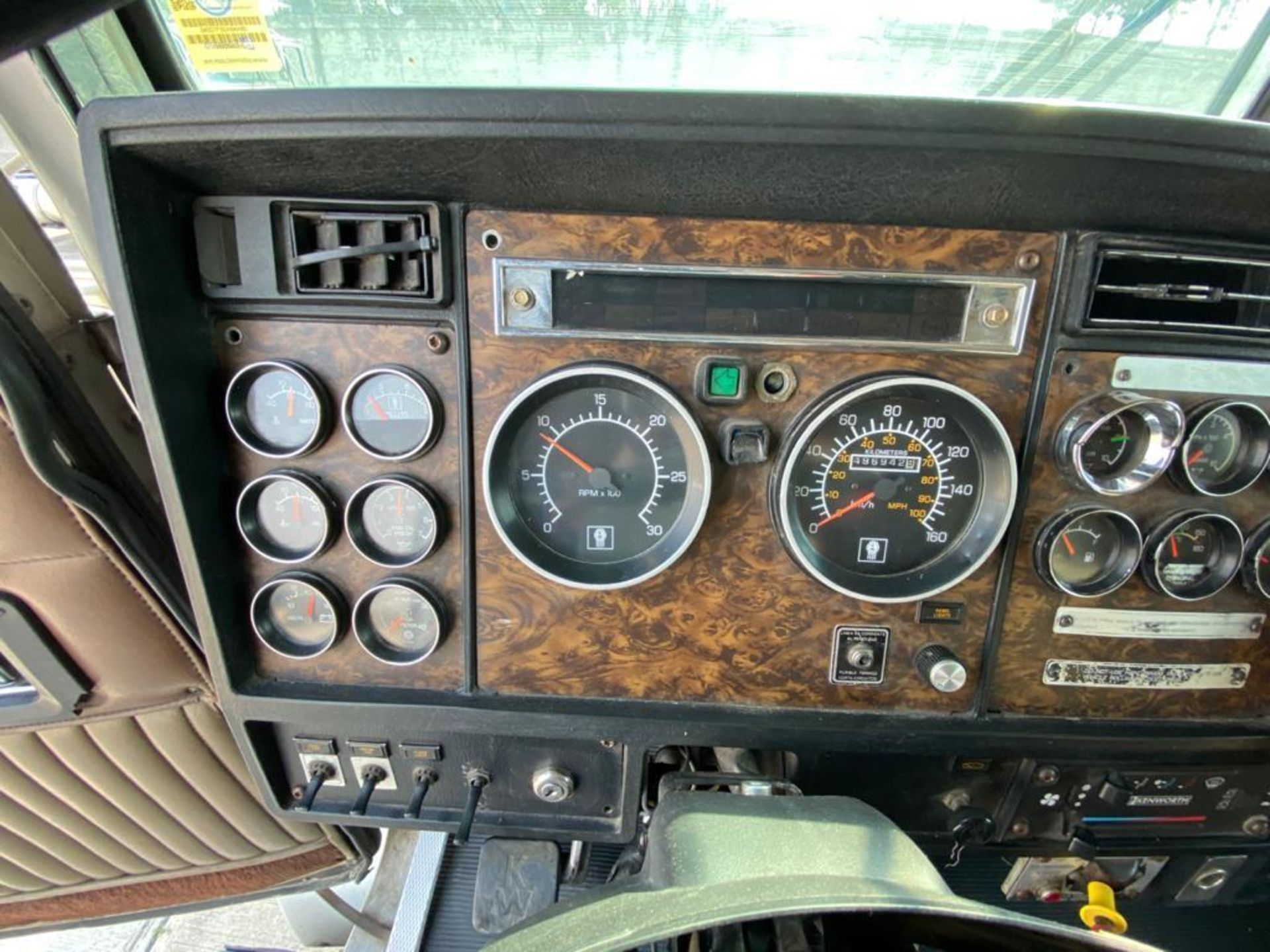 1998 Kenworth Sleeper truck tractor, standard transmission of 18 speeds - Image 41 of 75