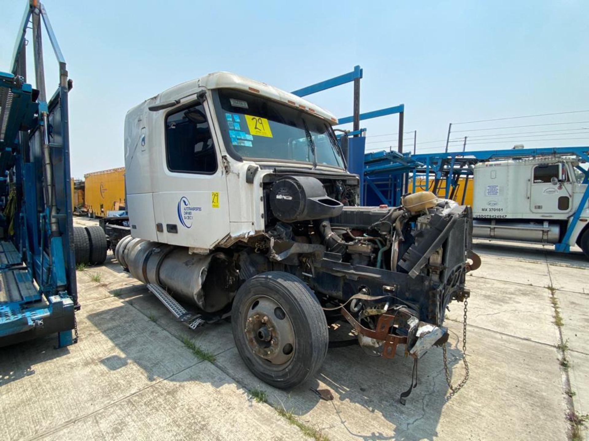 2001 Volvo Sleeper Truck Tractor, estándar transmissión of 18 speeds, with Volvo motor - Image 2 of 60