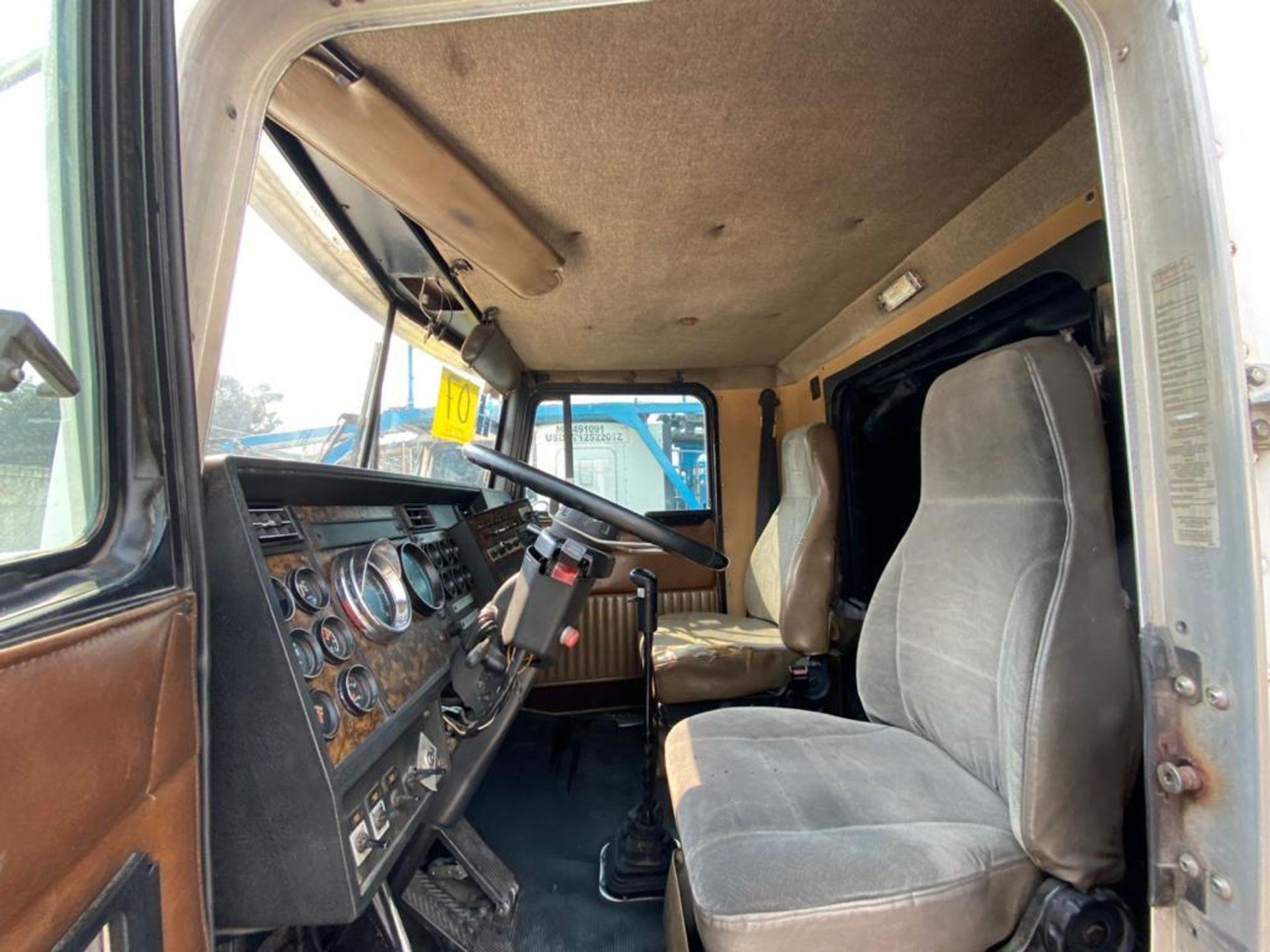 1999 Kenworth Sleeper truck tractor, standard transmission of 18 speeds - Image 28 of 72