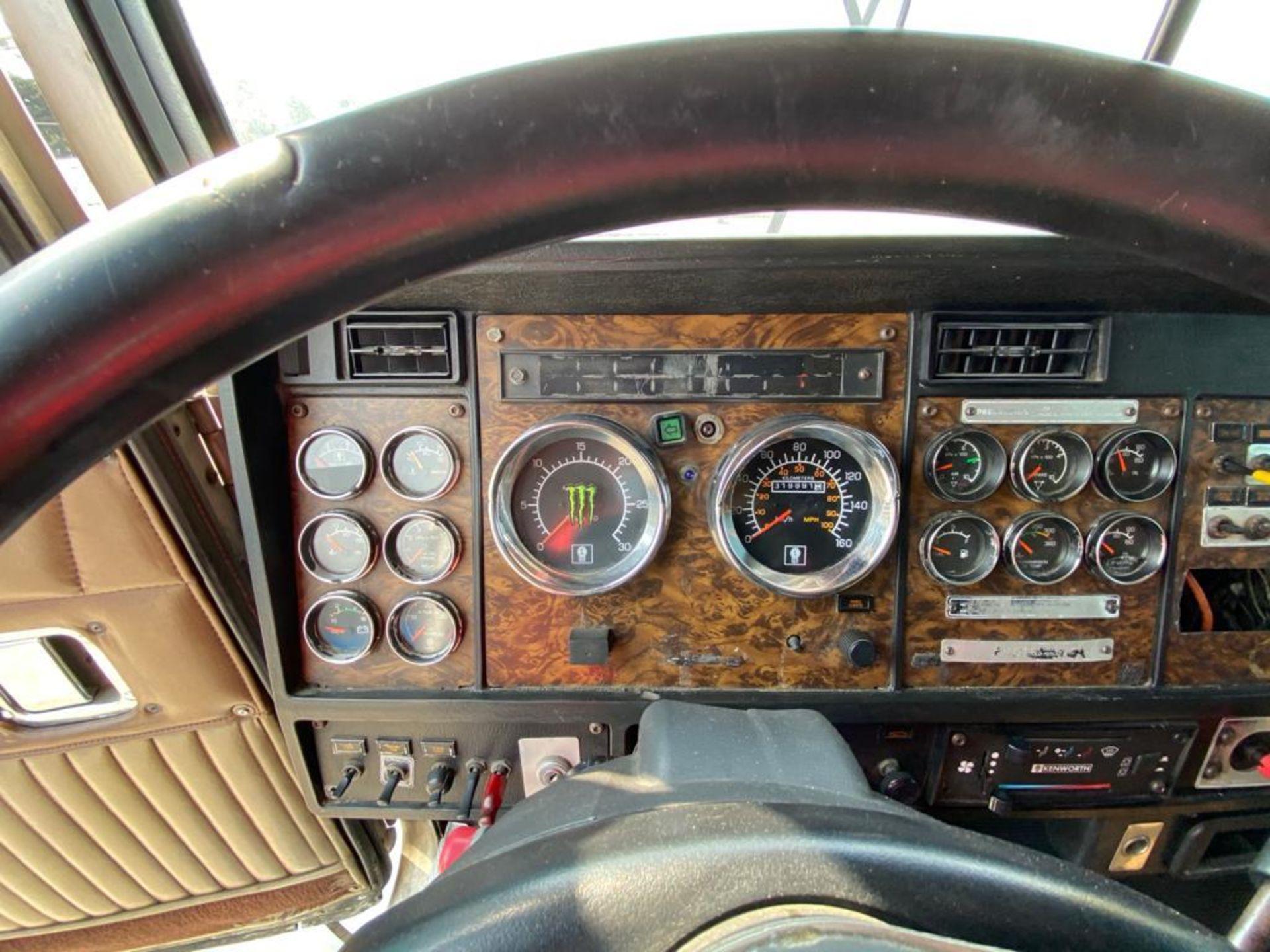 1999 Kenworth Sleeper truck tractor, standard transmission of 18 speeds - Image 46 of 75