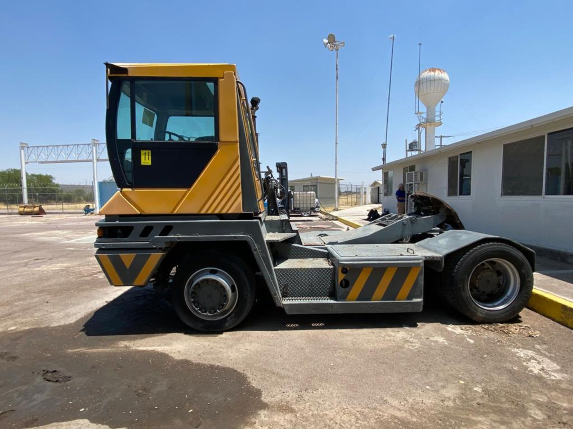 Terberg Capacity 2002 Terminal Tractor, automatic transmission, with Volvo motor - Image 9 of 57