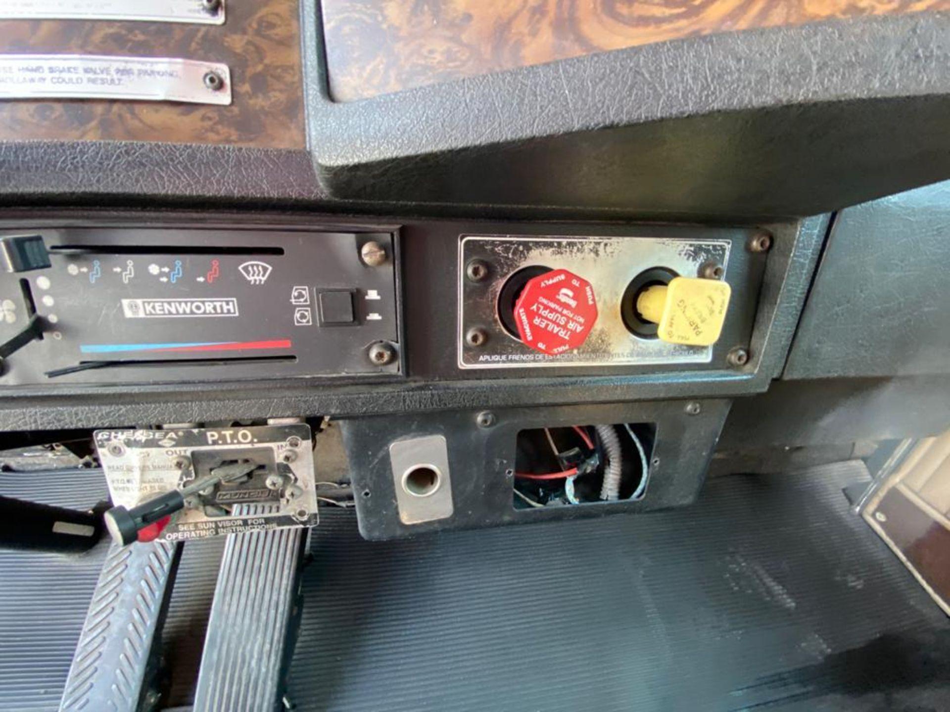 1999 Kenworth Sleeper truck tractor, standard transmission of 18 speeds - Image 38 of 72
