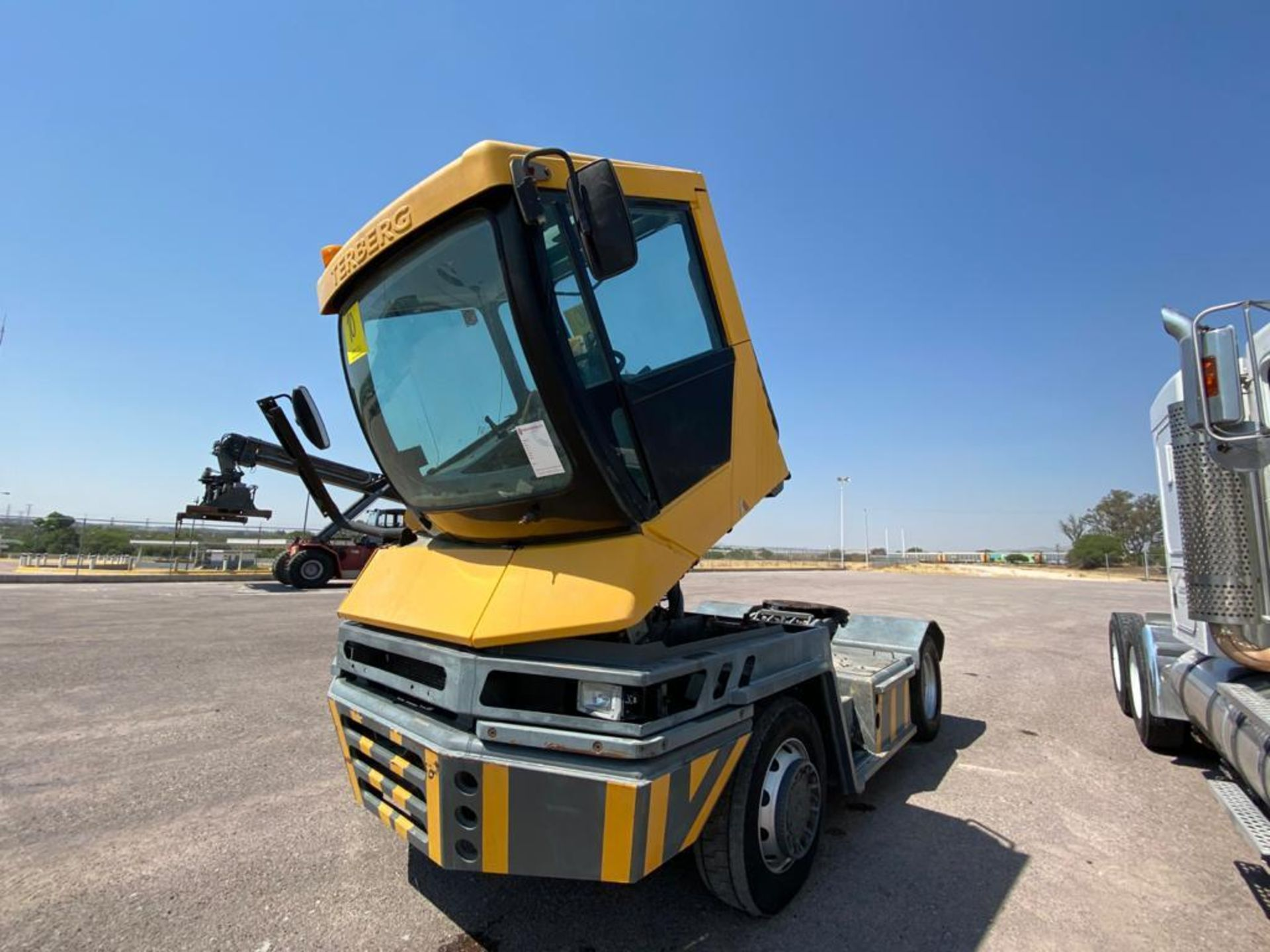 Terberg Capacity 2002 Terminal Tractor, automatic transmission, with Volvo motor - Image 9 of 28