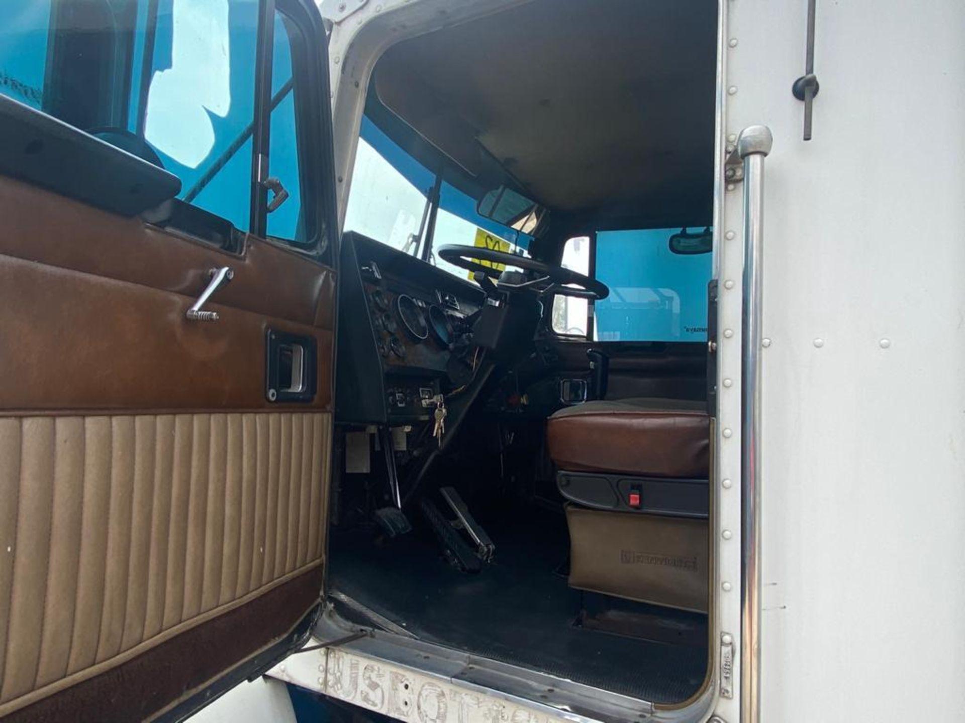 1999 Kenworth Sleeper truck tractor, standard transmission of 18 speeds - Image 24 of 62