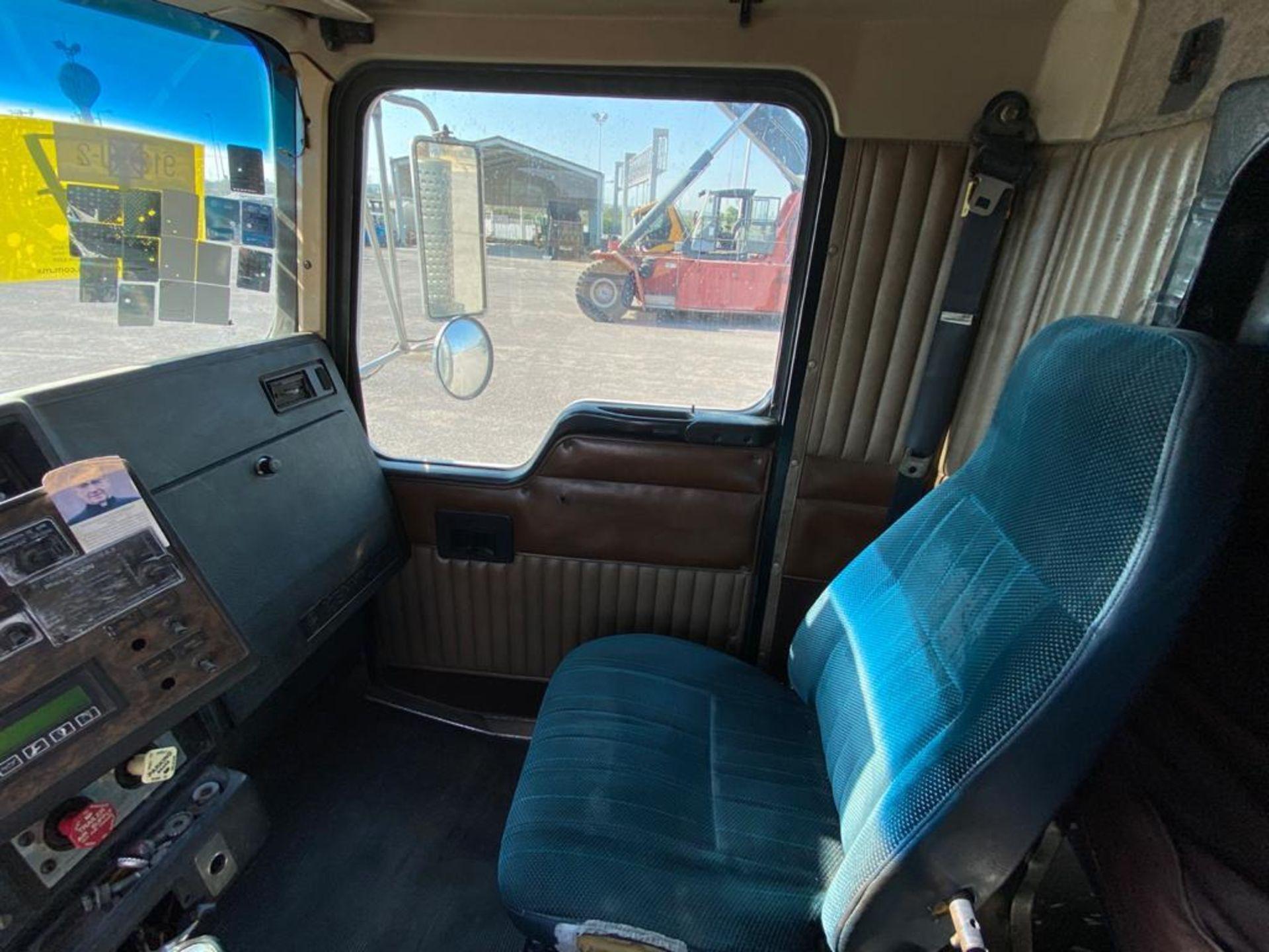 1998 Kenworth Sleeper Truck Tractor, standard transmission of 18 speeds - Image 29 of 55