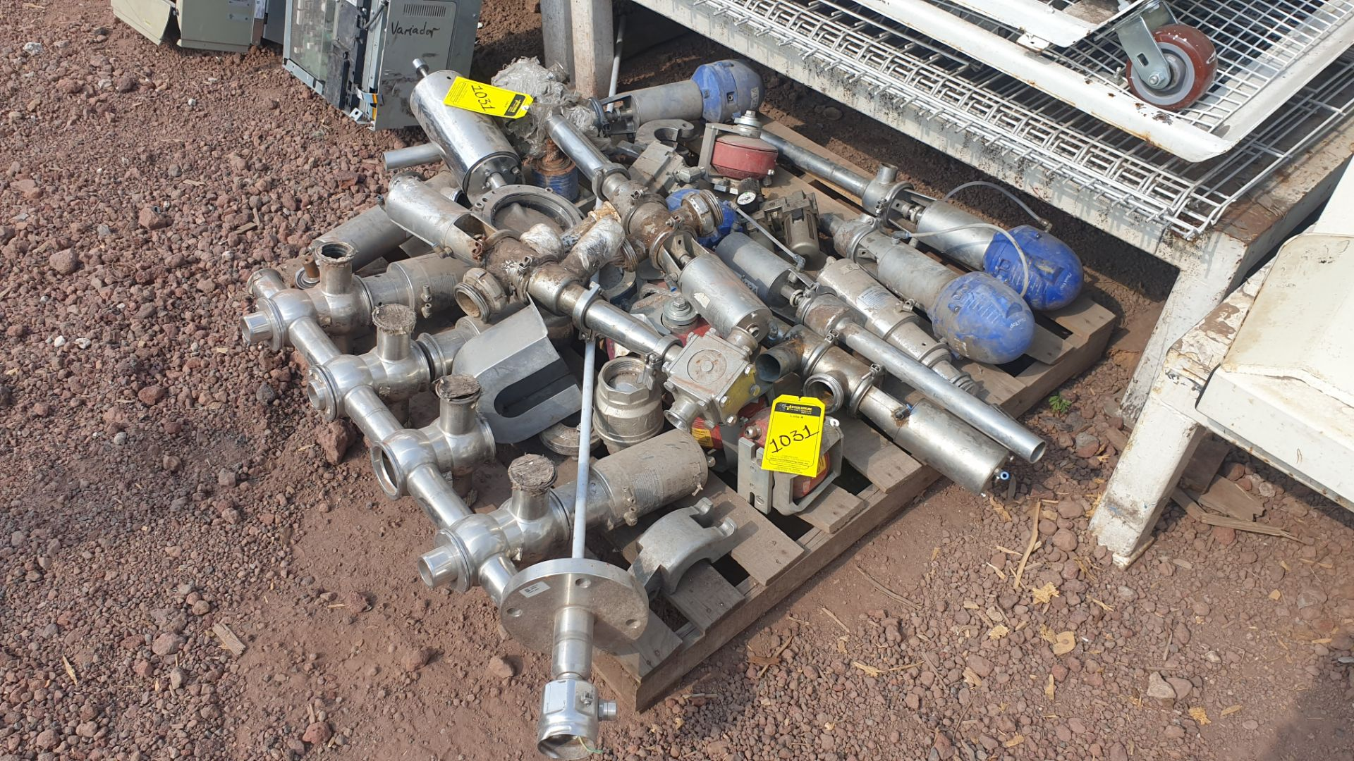 Lot of spare parts, valves, volumetric scales. Please inspect - Image 8 of 8