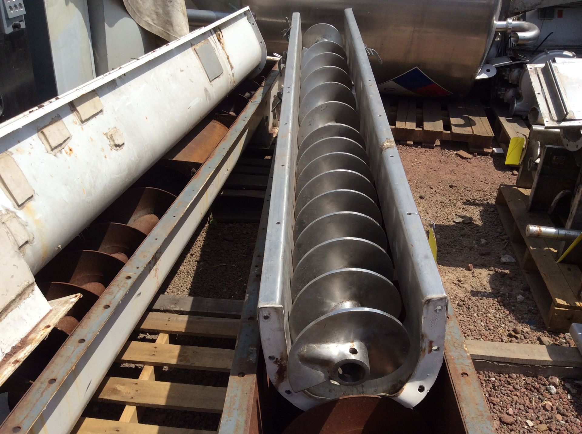 4 helical conveyors, includes 1 geared motor. Please inspect - Image 6 of 11