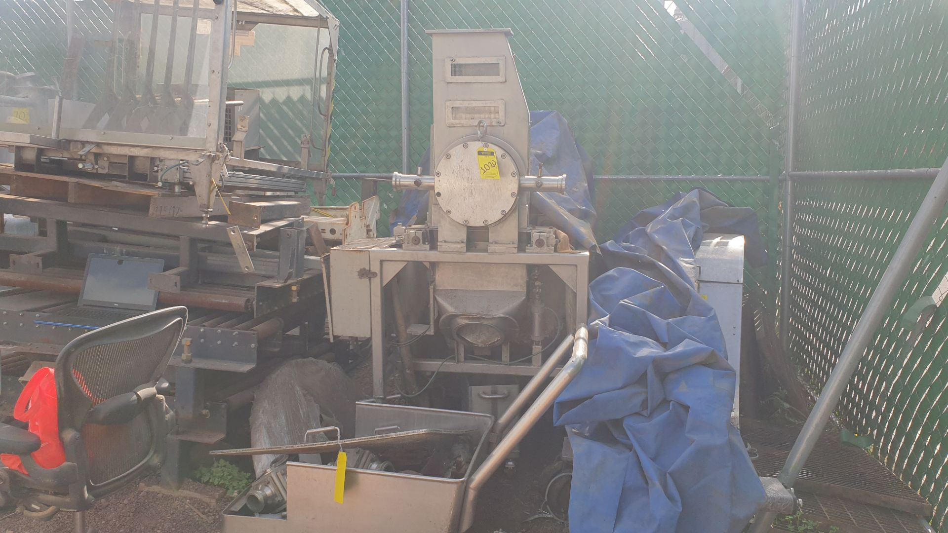 Side & Site system includes conveyor car with connection valves and figure cutters all in stainless - Image 2 of 7