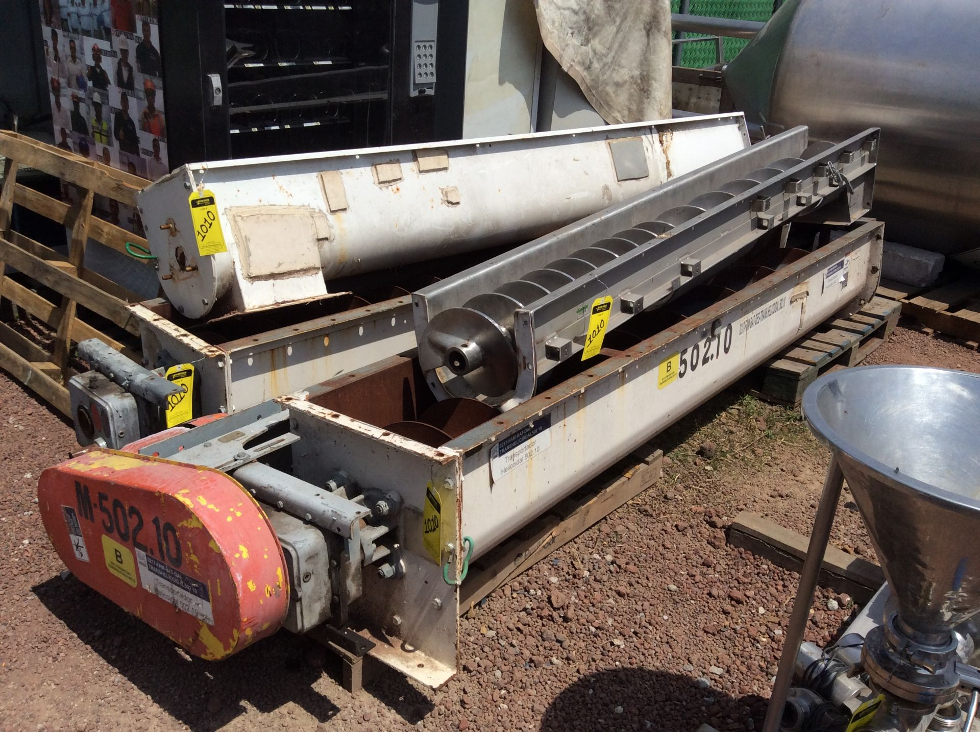 4 helical conveyors, includes 1 geared motor. Please inspect - Image 2 of 11