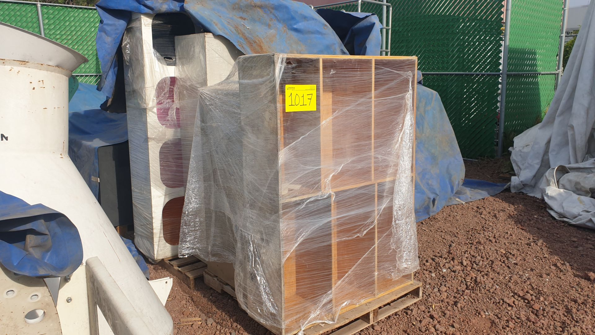 1 Lot of office furniture, includes bookcase, metal file cabinets. Please inspect - Image 4 of 12