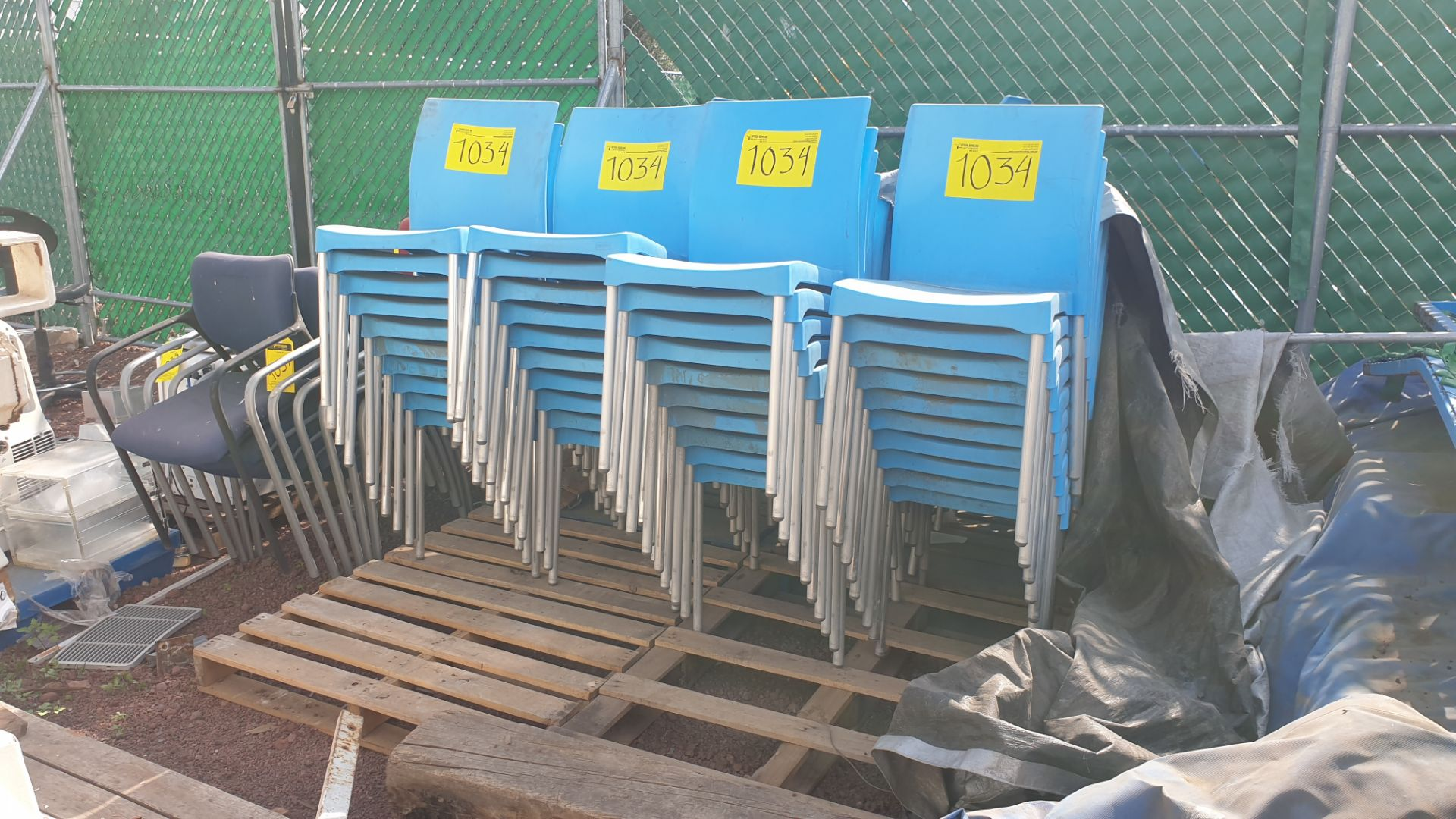 Lot of 40 blue plastic chairs, includes 7 metal office chairs with upholstered back and seat - Image 2 of 6