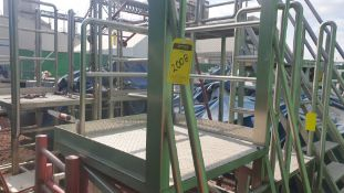 1 vertical platform of staineless steel with anti-slip, measures .90 x 1.05 x 1.50
