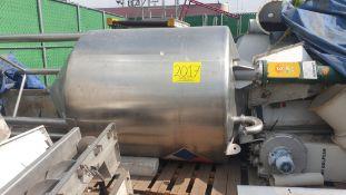 1 staineless steel elevated vertical tank, capacity 3000 liters.