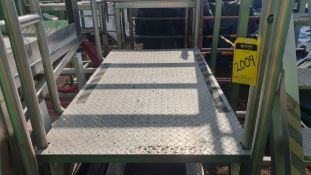 1 vertical platform of staineless steel with anti-slip, measures 1.60 x .85 x 1.00