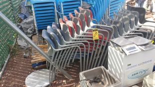 1 Lote of 40 blue plastic chairs, 7 metal chairs for office with backrest and upholstered seat