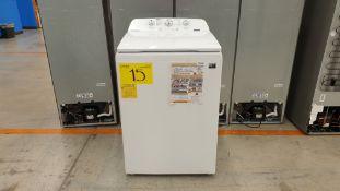 1 Lavadora marca Whirlpool de 17 kilos color blanco modelo 8MWTW1713MJQ0