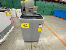 1 Lavadora mara LG de 18 kilos color gris modelo WT18DSBP