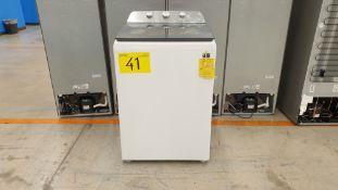 1 Lavadora marca Whirlpool de 18 kilos color blanco modelo 8MWTW1823WJM0