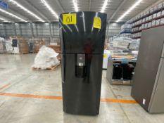 1 Refrigerador marca Mabe color negro con despachador de agua