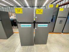 2 Refrigeradores marca Hisense color gris modelo RT80D6AWX