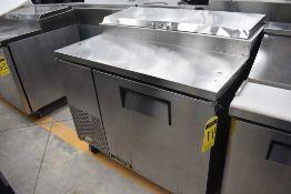 Mesa Refrigerada De 1 Puerta Para Preparación Acabado En Acero Inoxidable Marca True, Modelo Tpp-44