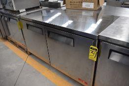 Mesa Refrigerada De 2 Puertas Bajo Mostrador Acabado En Acero Inoxidable Marca Lux, Modelo Lux-Muc6