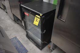 Refrigerador De Una Puerta De Cristal (Back Bar) Marca Lux, De Medidas 0.61 X 0.51 X 0.92, Daño En