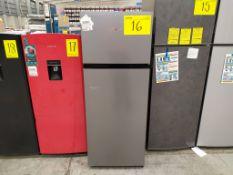 Refrigerador marca Hisense, Modelo RT80D6AWX, Serie 1B0205Z0080JBDX50P31072, Color Gris, Golpeado,