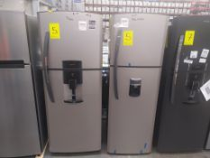 2 Refrigeradores, uno Marca Mabe, Modelo RME360FD, Serie 2106B504943, Color Gris con dispensador de
