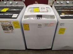 Lavadora Marca Winia de 14 Kg, Modelo DWF-DG281BWW2, Serie MW212N01020017, Color Blanca, Golpeada,