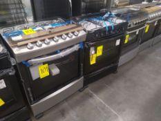 Lote de 2 Piezas: Estufa de 6 quemadores, Marca Acros, Modelo WF7419D00, Serie VEA2126128, Puerta d
