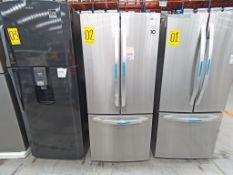 1 Refrigerador con 3 puertas, Marca LG, Modelo G22F22BGSK, Serie 107MRGC4H903, Color Gris, Golpeado