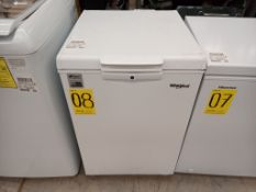 1 Congelador, Marca Whirlpool, Modelo WC05018Q, Serie UT04217949, Color Blanco, Golpeado, LB-351561