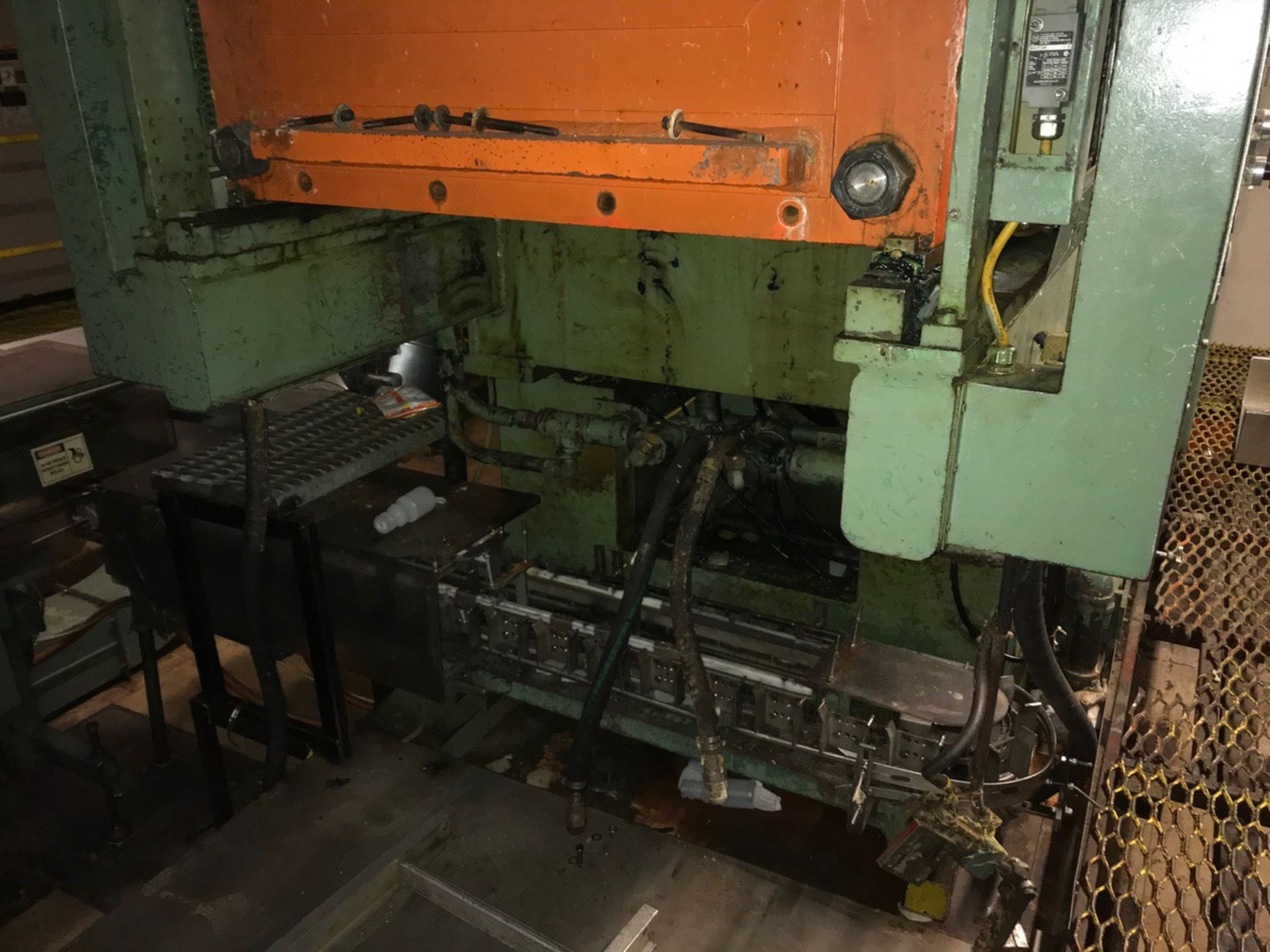 Uniloy 7-Head Blow Molding Machine, M# 250R1, S/N 250R1-3944 | Rig Fee: $14500 - Image 2 of 8