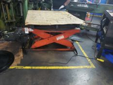 Presto Hydraulic Lift Table, W/ Turntable   Rig Fee $75