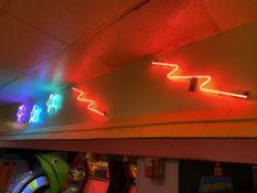 {LOT} Neon Signs c/o: (3) Stars & (2) Lightning Bolts (Each w/Power Box)