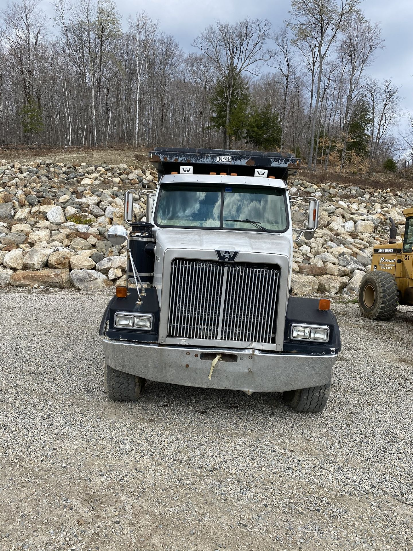 2000 Western Star 12 Wheel Dump w/ Drop Axle, Cat Diesel C10 6 CYL. 78,000 GVWR, ODOM 323,142, - Image 2 of 8