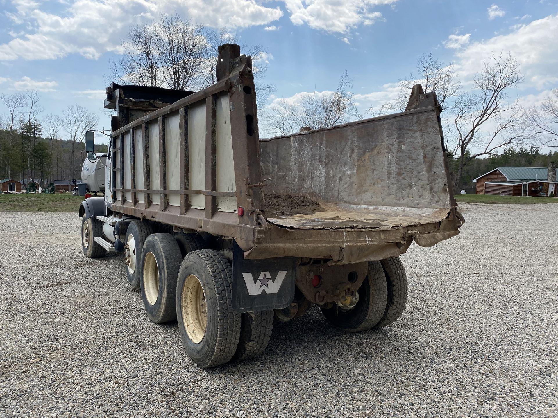 2000 Western Star 12 Wheel Dump w/ Drop Axle, Cat Diesel C10 6 CYL. 78,000 GVWR, ODOM 323,142, - Image 4 of 8