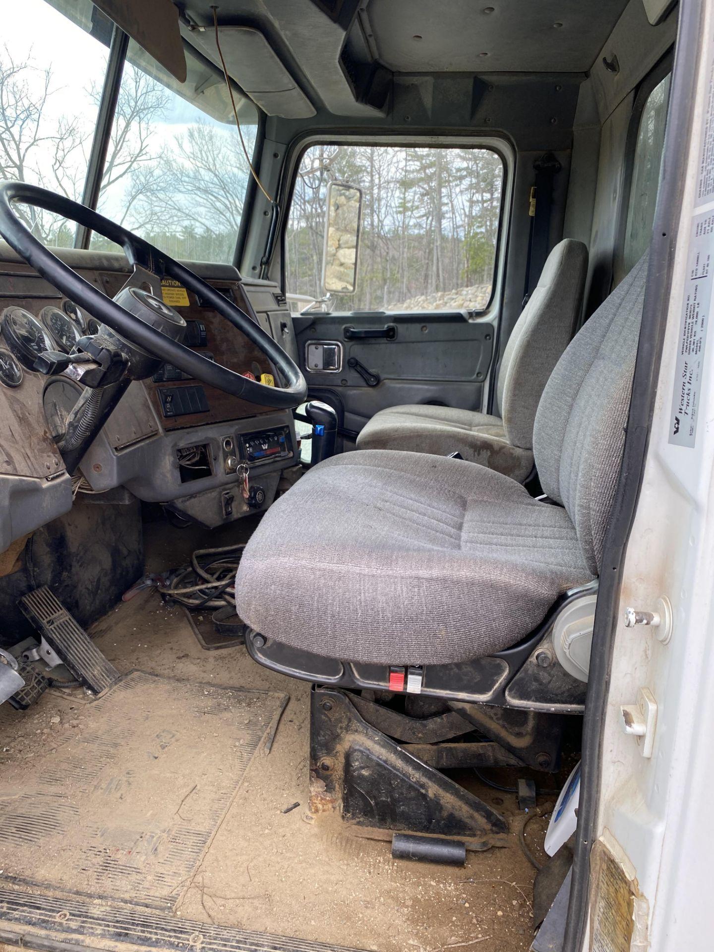 2000 Western Star 12 Wheel Dump w/ Drop Axle, Cat Diesel C10 6 CYL. 78,000 GVWR, ODOM 323,142, - Image 7 of 8