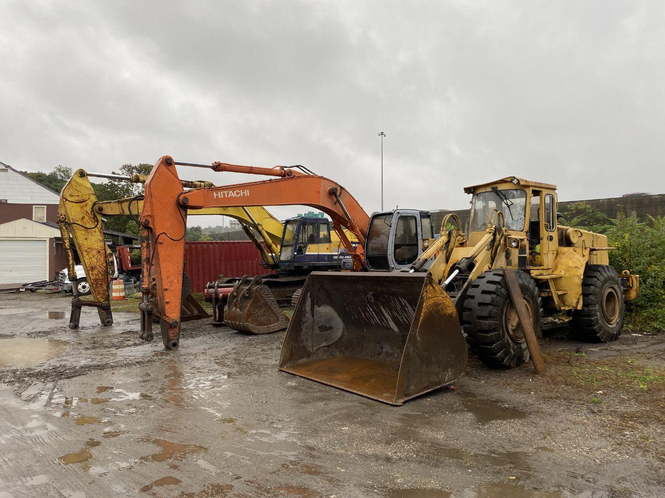 CONSTRUCTION - DEMOLITION - EXCAVATORS - LOADER - TRACTOR - TRAILER - PICKUPS
