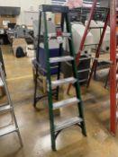 HUSKY 6' Fiberglass Step Ladder