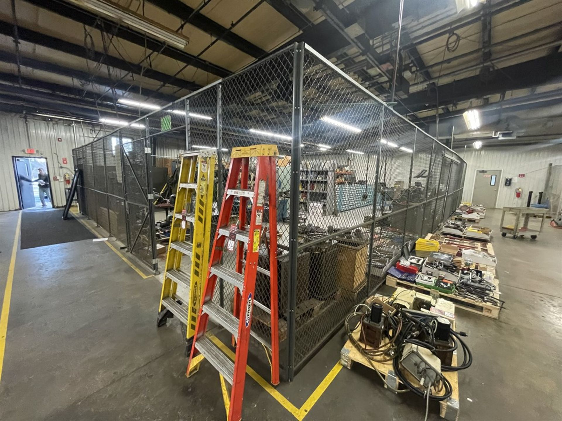FOLDING GUARD WOV-N-WIRE Crib Fencing, Approx. 125' Total Length Sliding Door and Hinge Door - Image 3 of 4