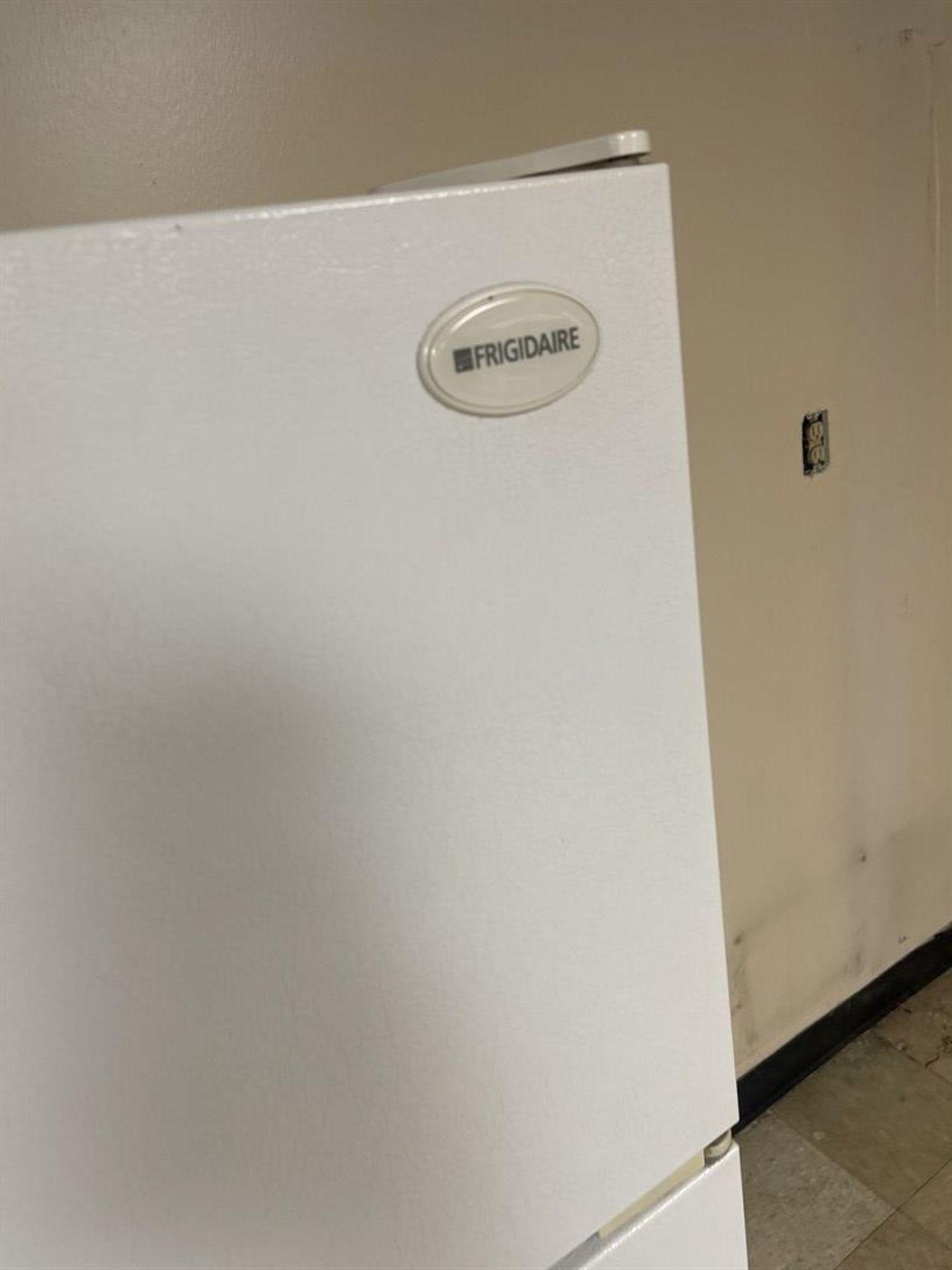 FRIGIDAIRE Refrigerator/Freezer - Image 2 of 3