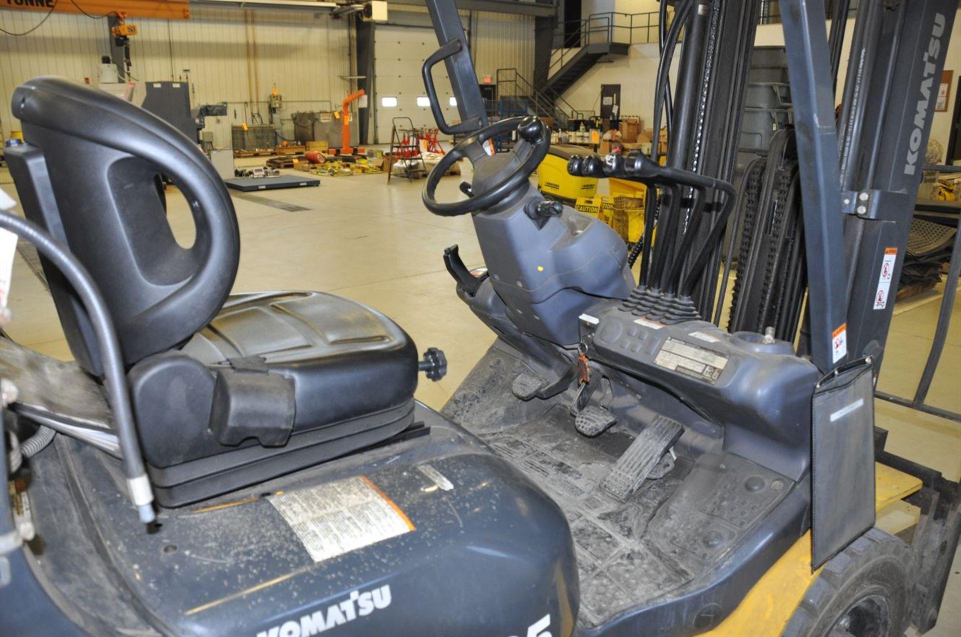 """2012 KOMATSU FG25T-16 8,500 lb. LPG Forklift, s/n A224476, w/ 188"""" Tri-Mast, Side Shifter & Fork - Image 3 of 4"""