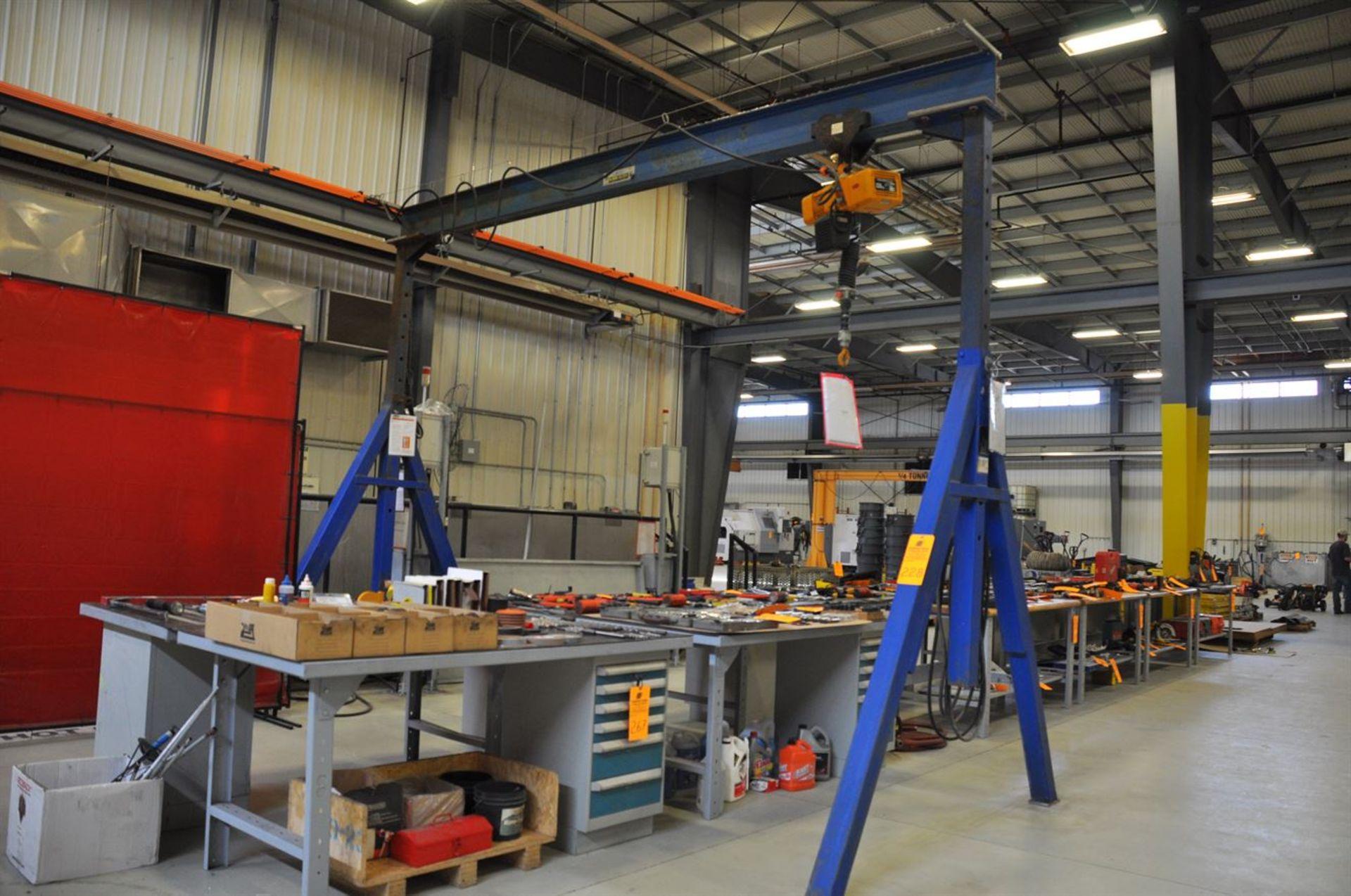 VESTIL 6000 lb Gantry Crane, adjustable height 200 to 400 cm, 420 cm wide base, w/ KITO 250 kg
