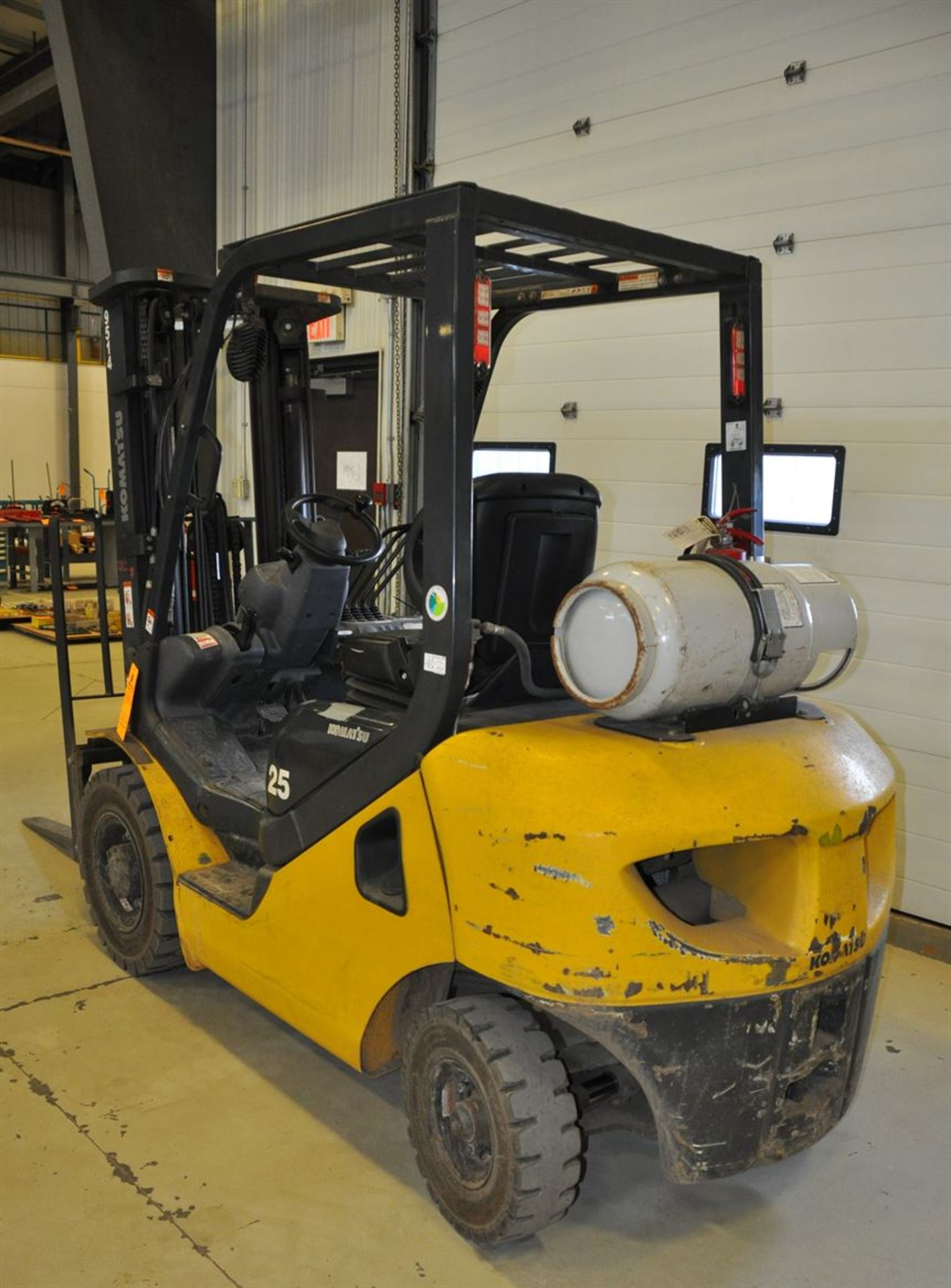 """2012 KOMATSU FG25T-16 8,500 lb. LPG Forklift, s/n A224476, w/ 188"""" Tri-Mast, Side Shifter & Fork - Image 2 of 4"""