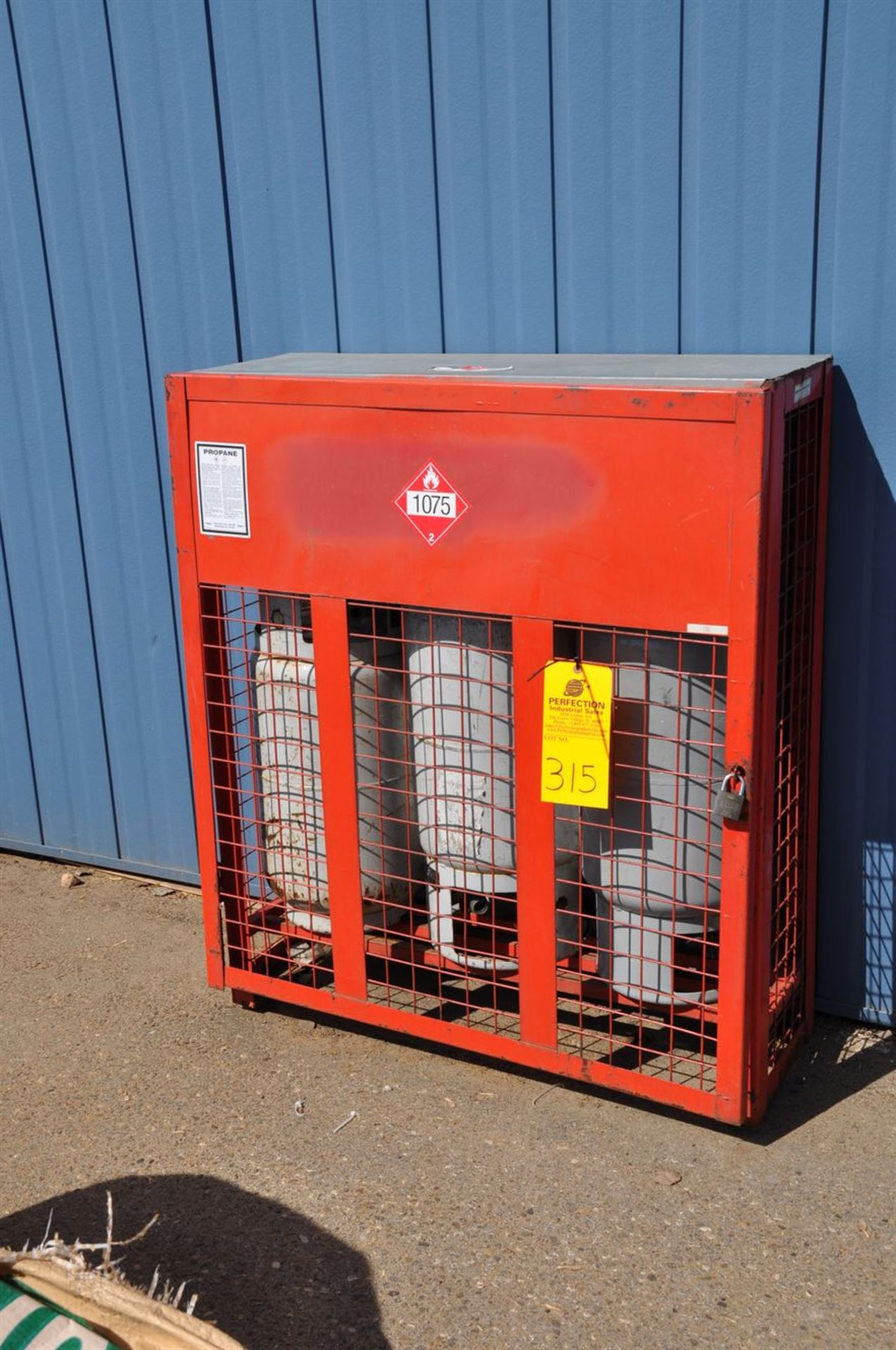 Propane storage cage w/ 3 forklift bottles