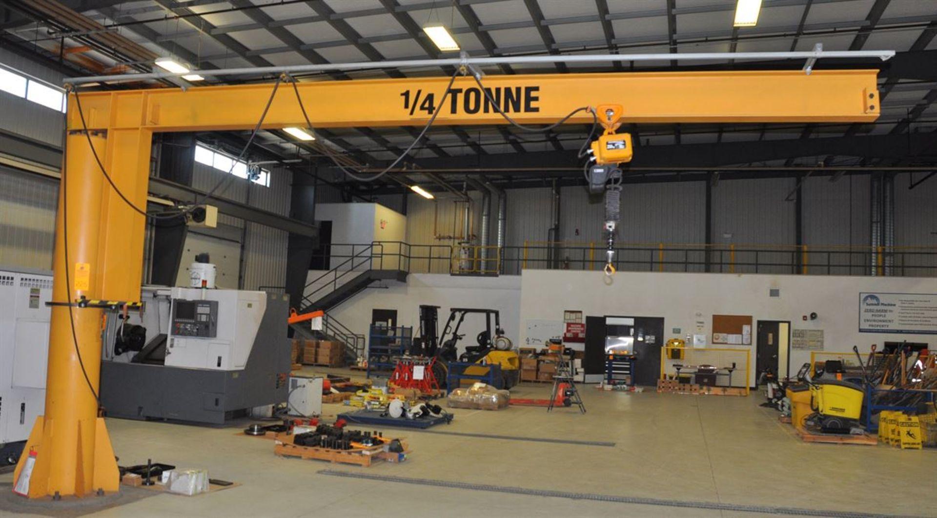 TEKO ¼ Tonne Free Standing Jib Crane, w/ KITO 250 kg Electric Chain Hoist - Image 2 of 2