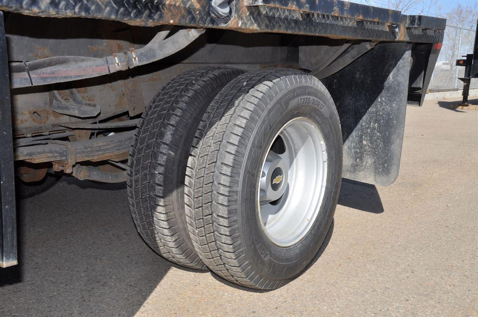 2012 CHEVROLET SILVERADO 3500 HD Flat Deck Dually Truck, VIN 1GB3KZCGXCF155813, w/ VORTEX Engine, - Image 8 of 9